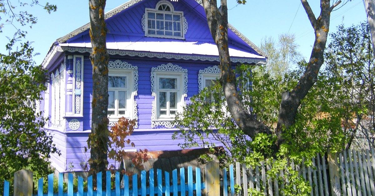 Baudrillard donne en exemple la valeur symbolique de la datcha en URSS.